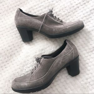 Clarks Bendables Lace-Up Gray Suede Booties 8.5